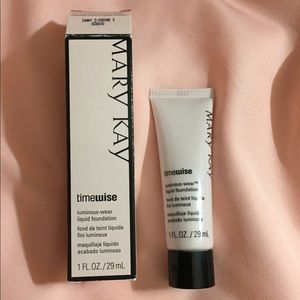 New in box Mary Kay time wise foundation ivory 3